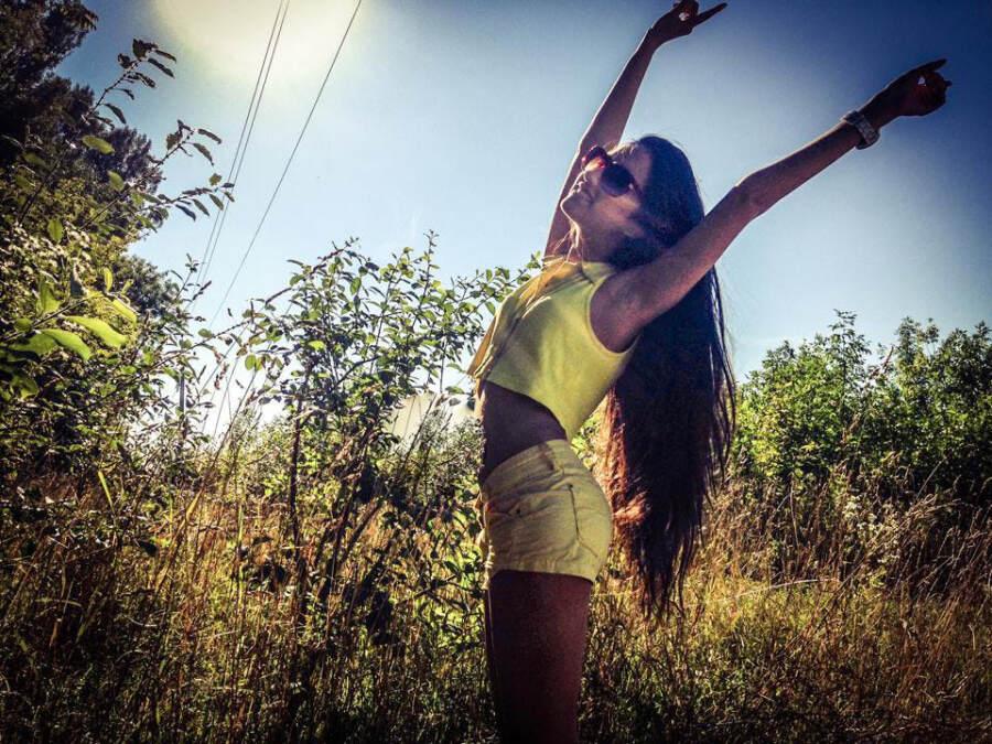Катя Мирецкая на природе