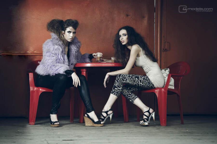Аня и Настя Опохлюк в кафе. Фотограф Хмельницкий