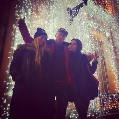 Катя Мирецкая, Геннадий Працевич, Наташа Працевич на съёмке Москва.